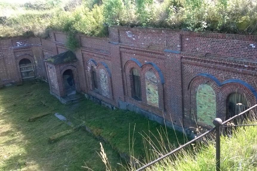 Linnoitusrakenteet ovat säilyneet hyvin.