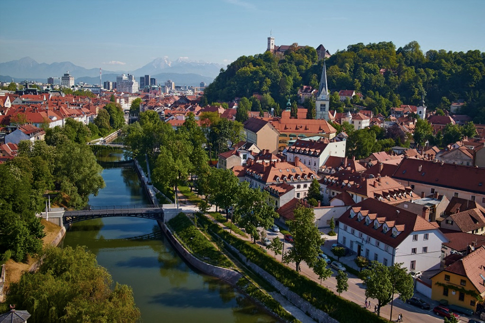 Ljubljanan keskustan läpi virtaa joki, Sava. Kuva: Janez Kotar