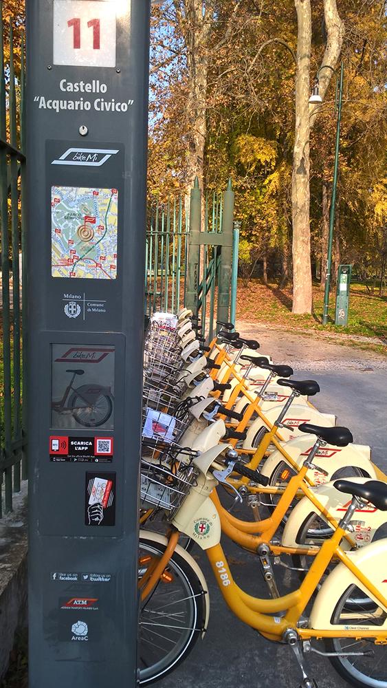 Kaupunkipyöräalvelu on hyvin kattava sisältäen 280 pyöräparkkia ja 4 600 polkupyörää, joista viidesosa on sähköpyöriä ja lastenpyöriä.