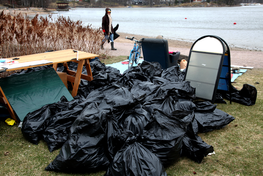 Roskia Tuorinniemen rannalta kerättiin säkkitolkulla. Kuva: Marjo Kosonen